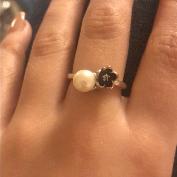 Pandora ring with pearl!